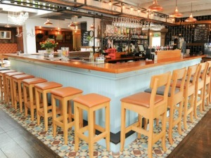 Award winning gastropub with extensive range of local and international craft beers and wine