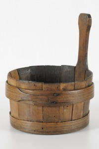 'Piggin', 18th century: a coopered vessel, used for porridge or thick soups [potage].