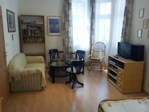 room 1 apt. 10