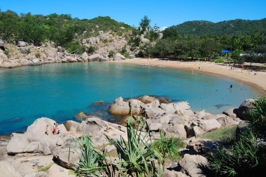 Magnetic Islands BEST Bus Tours