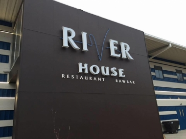 River House Restaurant and Raw Bar